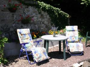 kleine terras met stoelen